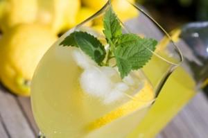iStock_000016711582Small-prosecco-cocktail-e1360289043371